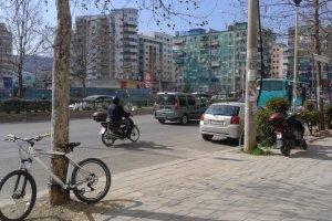 Rruga e Kavajës, Tiranë, Albania