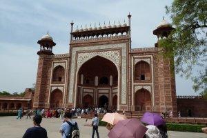 Taj East Gate Rd, Dharmapuri, Paktola, Tajganj, Agra, Uttar Pradesh 282001, India
