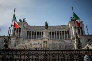 Photo taken at Piazza Venezia, 15, 00187 Roma, Italy with Canon EOS 5D Mark III