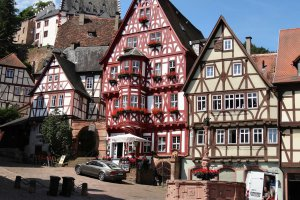 Photo taken at Fischergasse 1, 63897 Miltenberg, Germany with SONY DSC-HX20V