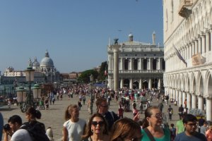 Photo taken at Riva degli Schiavoni, 4195, 30122 Venezia, Italy with FUJIFILM FinePix REAL 3D W3