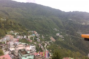 Photo taken at National Highway 31A, Gangtok, Sikkim 737107, India with HTC Desire 816 dual sim
