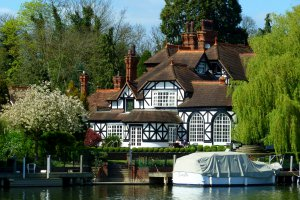 4 River Road, Taplow, Maidenhead, Buckinghamshire SL6 0AU, UK